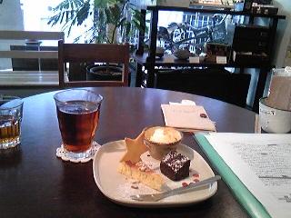 セントナの隣のカフェ.jpg