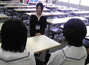 2010年度オープンキャンパス司会学生.jpg