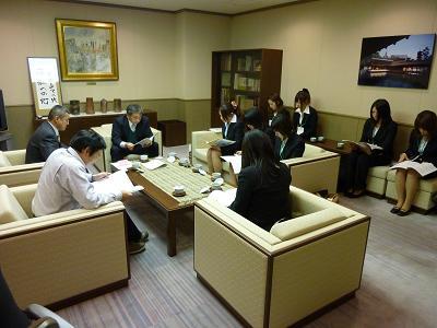 NHK正野局長にプレゼン1.JPG