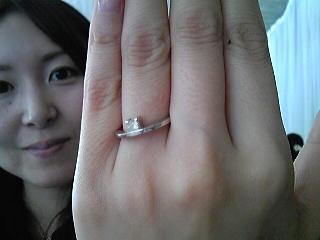 ダイヤが上についている婚約指輪.jpg