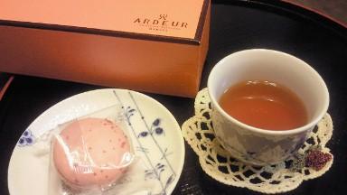 ARDEURのマカロンと紅茶.jpg