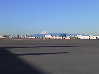羽田空港から富士山.JPG