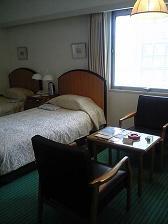 山の上ホテルベッド.JPG