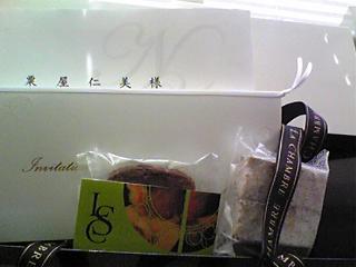 招待状とラ・シャンブルの焼菓子.jpg