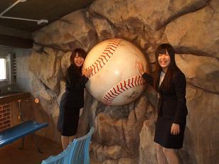 松田オーナーにスタジアムを案内していただく2.JPG