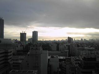 池袋の朝の光.JPG