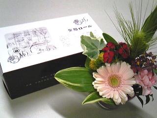 堂島ロールと花.jpg