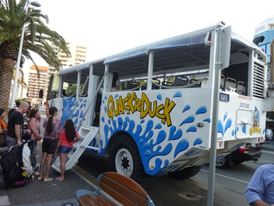 ゴールドコーストの水陸両用バス.jpg