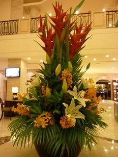 ダクストンホテルのロビーの花.jpg