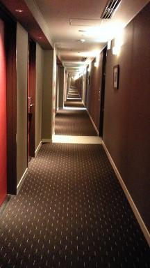 メルキュールホテル銀座東京の長い廊下.jpg