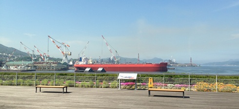 大和ミュージアムから見える海.jpg