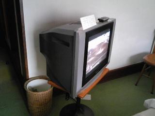 山の上ホテルのテレビ.jpg