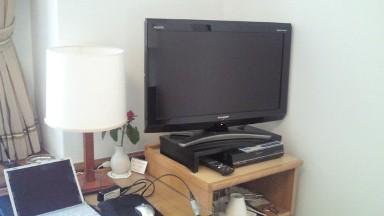 山の上ホテルの薄型テレビ.jpg
