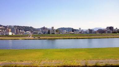 川辺の四季から見える川.jpg