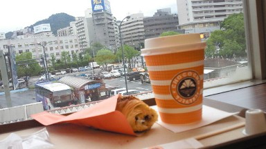 広島駅サンマルクカフェでコーヒー.jpg