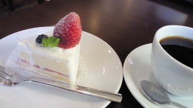 椿カフェの苺のショートケーキ.jpg