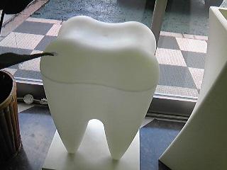 歯医者の歯のオブジェ.jpg