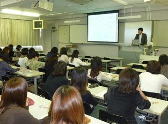 金澤氏の講義の様子.JPG