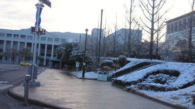 雪の広島修道大学.jpg